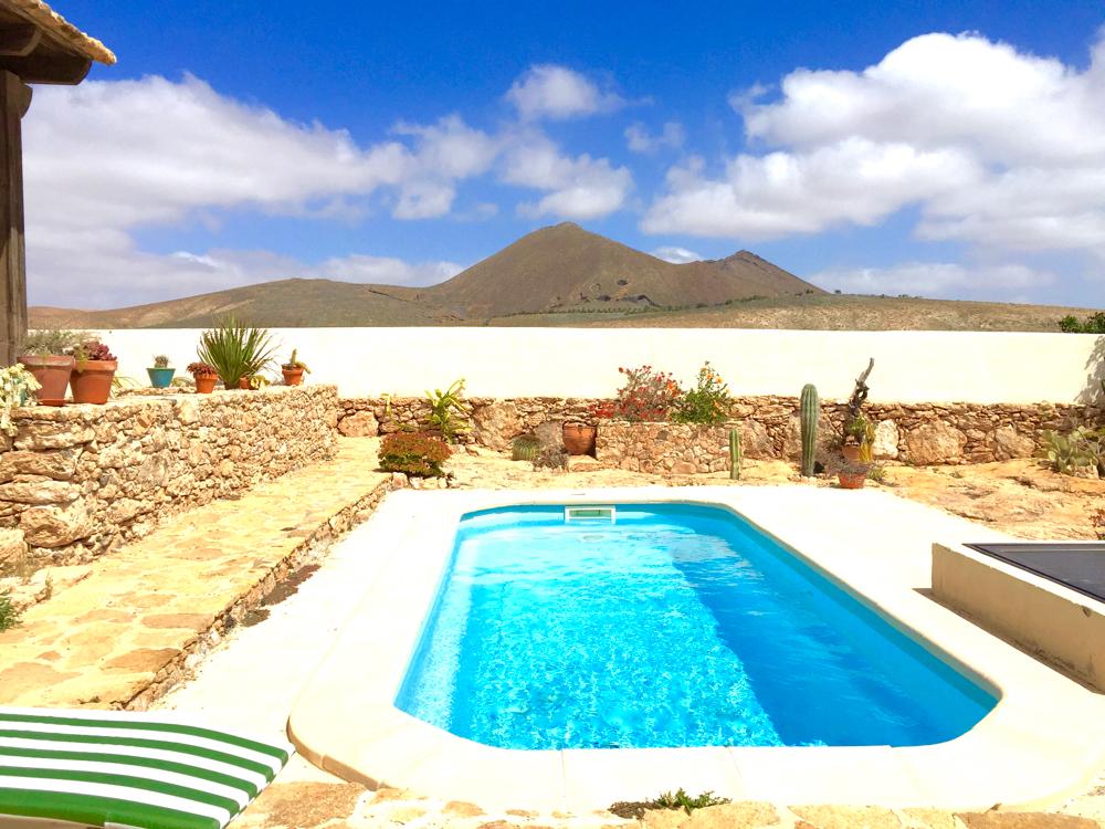 Finca la gairia fuerteventura for Pool design ventura